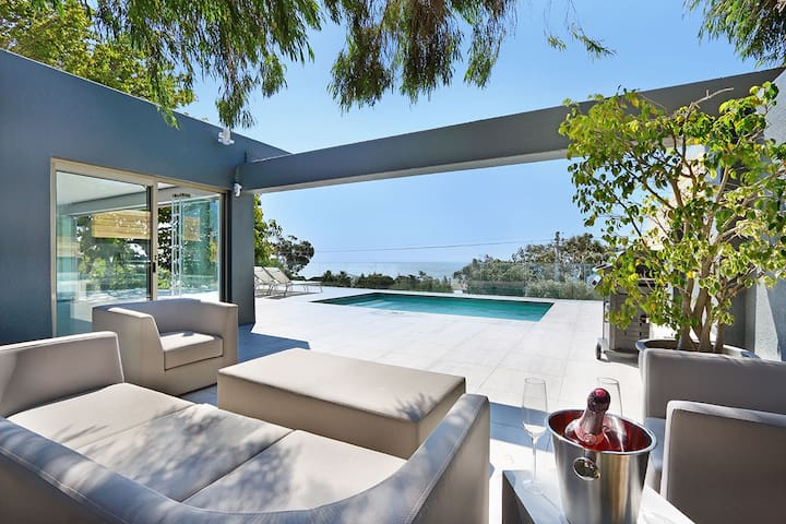 Spectacular Camps Bay Sea View Villa | Valtameri