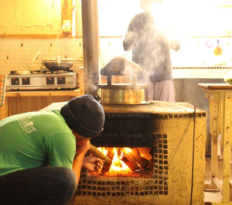 """Kamado"" cooked rice is very goood!!  かもどで炊いたごはんはとっても美味しい!"