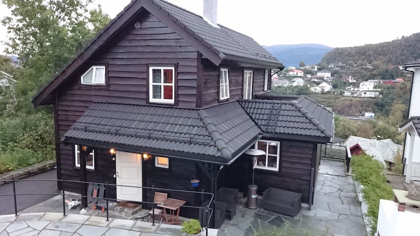 Entire home close to city center. - Bergen - Haus