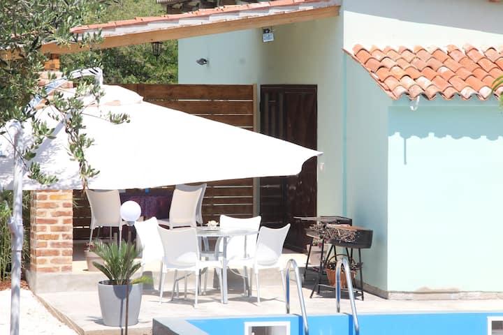 Villa Nadine, Apartman Dina with pool 2+2