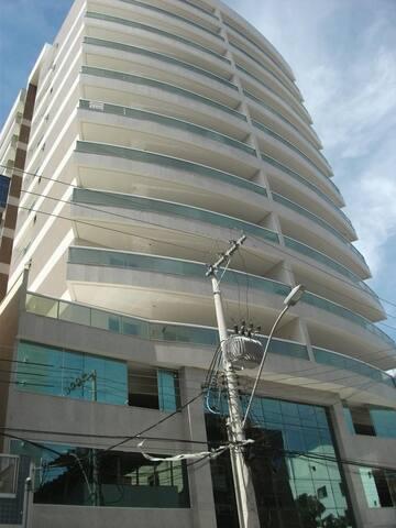 Apartamento 03 quartos a 100 M da Praia do Morro.