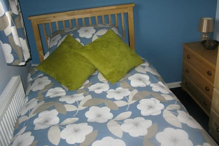 Snug single room, north Bristol - Stoke Gifford - Huis