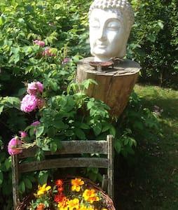 Natur pur im renovierten Bauernhaus - Idstedt - Dům