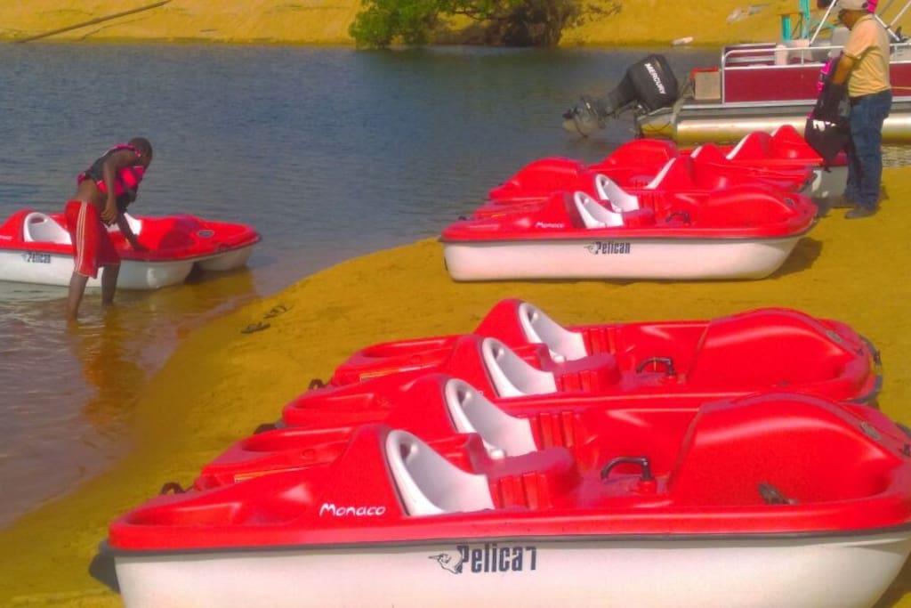 Self-ride recreational boats