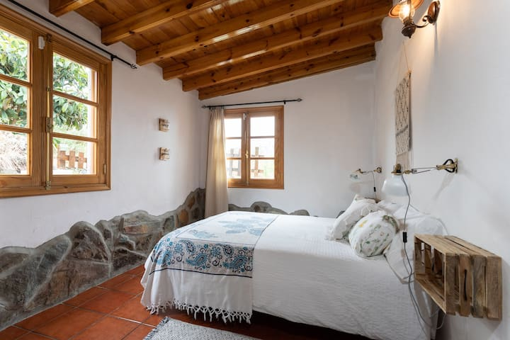 HomeLike Rustic House La Piñera, Pool & Wifi