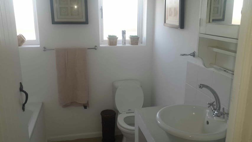 Room with own bathroom to let - Saint Helena Bay - House