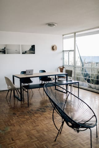 Casa Burma / Roma / big room with desk