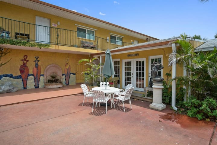 Family and Friends Vacay! 3 Comfy 2BR Units, Beach