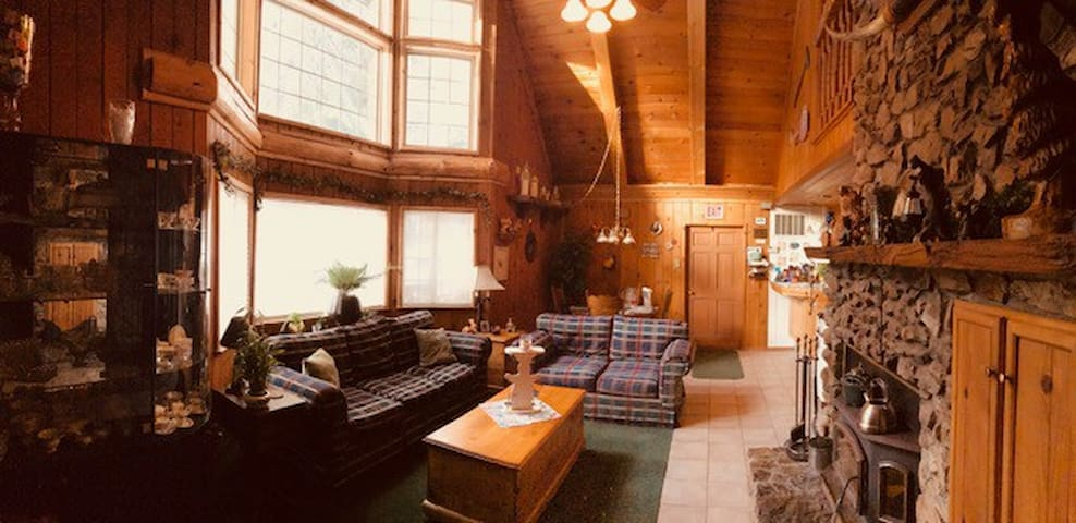 Sequoia Forest Chalet Queen BR and Private Bath