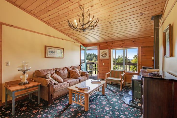 Cozy room at the inn w/ shared grill - walk to marina & beach!