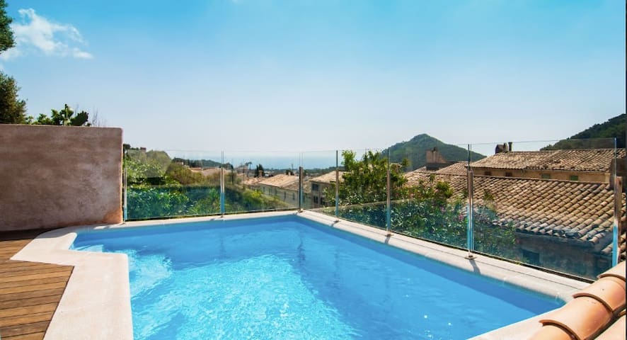Spacious Holiday Home Can Binitu with Sea View, Mountain View, Wi-Fi, Balcony, Garden, Terrace & Pool; Parking Available