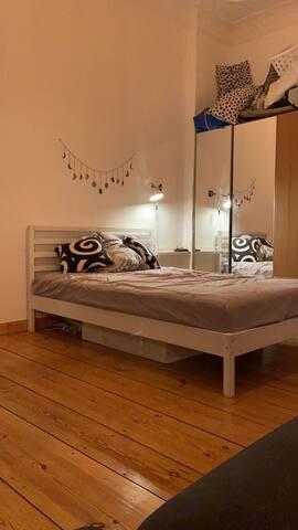 Nice apartment with balcony near Görlitzer Park