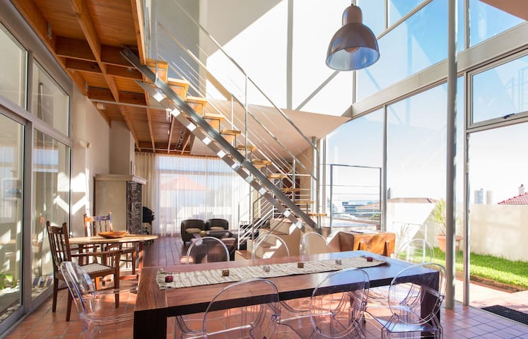 Modern & bright Fresnaye Home - Cape Town - House