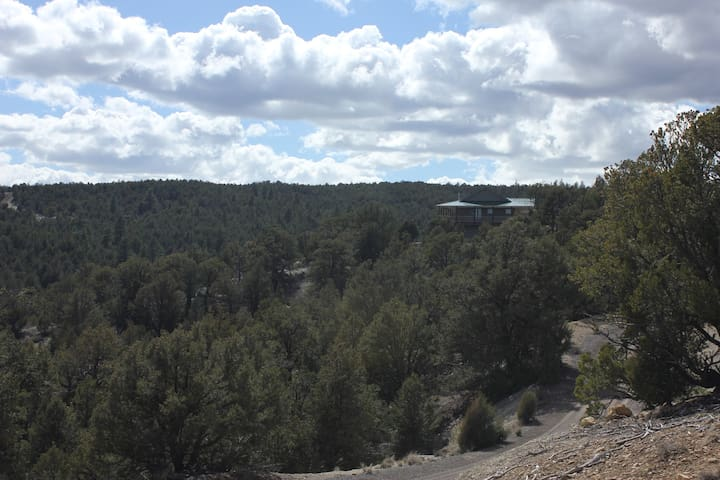 Private Luxurious Ridgetop Hideaway on 9 Acres! Between Bryce & Zion! A\C - Hatch - Casa