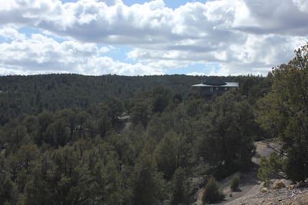 Private Luxurious Ridgetop Hideaway on 9 Acres! Between Bryce & Zion! A\C - Hatch - Haus
