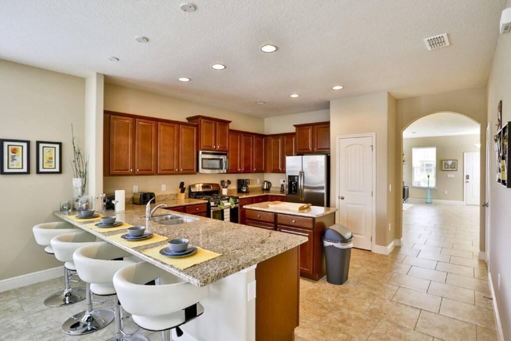 Floor,Flooring,Vault Ceiling,Indoors,Room
