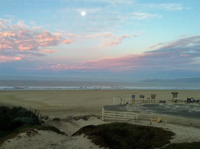 On the Sand with Spectacular Whitewater Views - Oceano - Apartamento