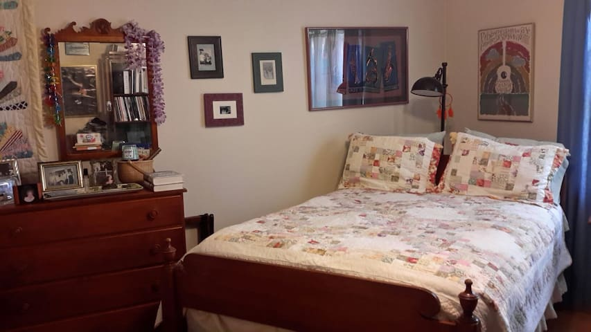 Cozy room surrounded by an enchanting garden - Middletown - Casa