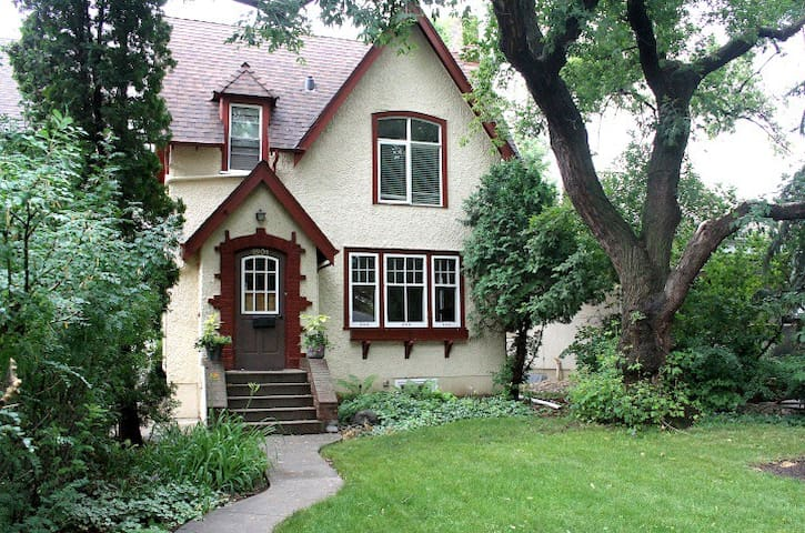 Character home in the heart of Lakeview