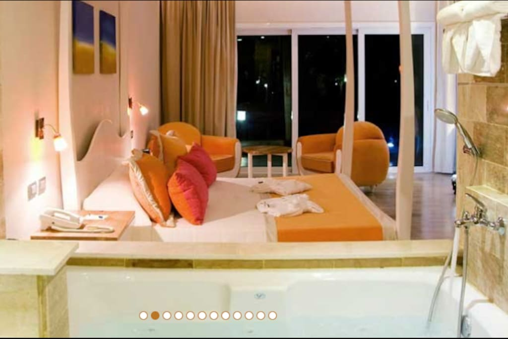 King suites with jacuzzi open to room