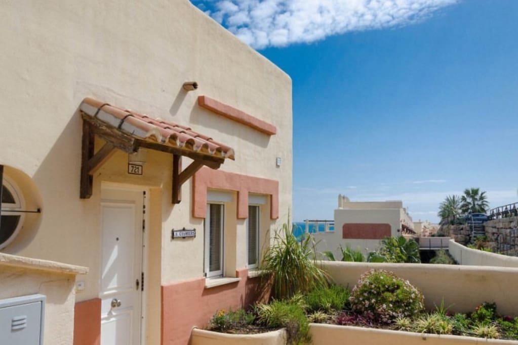 2 Bed Penthouse apartment, sleeps 4, double en-suite, twin & separate bathroom.