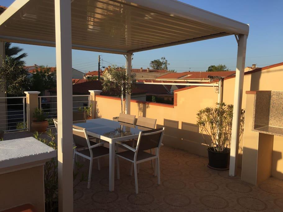 terrasse privative,équipé de mobilier de jardin et de plancha au gaz