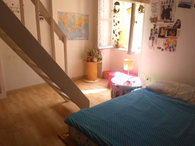 Plein centre, Chambre lit double avec mezzanine . - Menton - Apartment