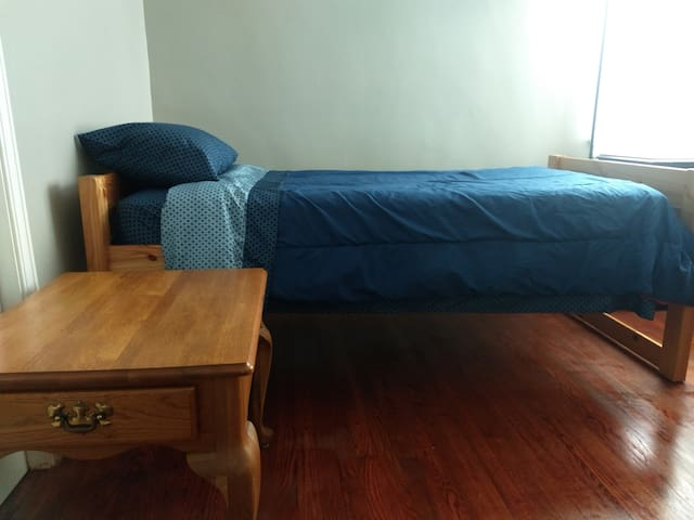 Private Room, 7 min to Downtown/UT (2)