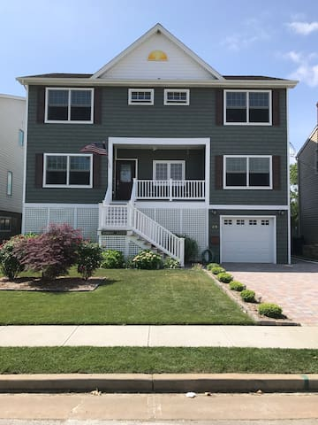 Entire Home, 2 blocks to beach and boardwalk, pool