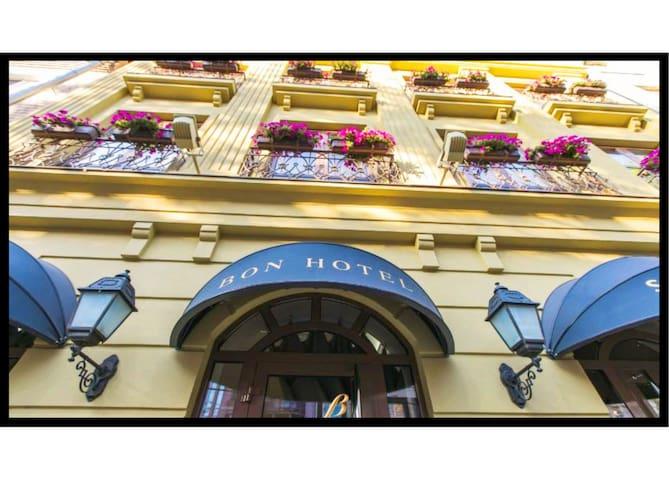 Bon Hotel 3