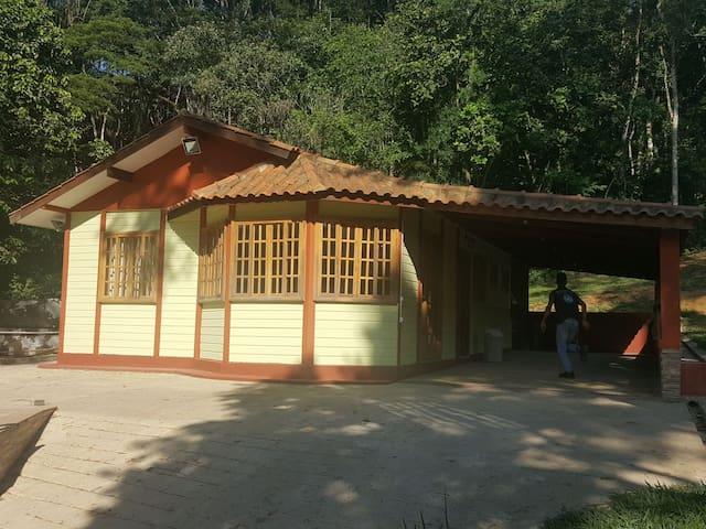 Chácara com Piscina, Churrasqueira e Wifi Ipiabas