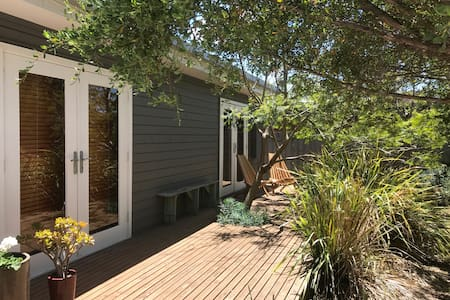 Renovated Beach Gem Close to Beach and Shops!! - Point Lonsdale