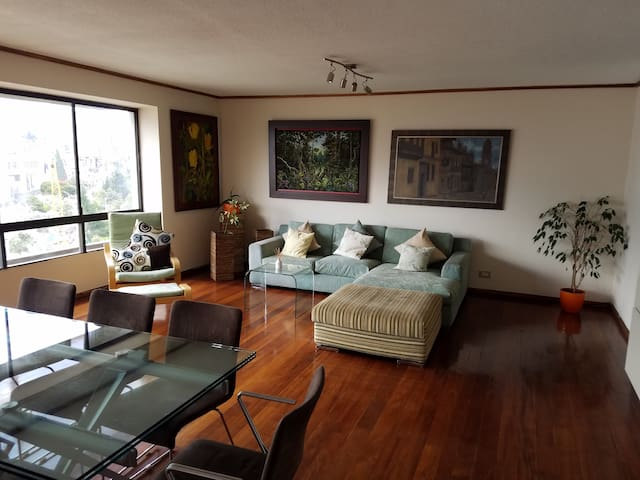 Welcoming and comfortable apartment north-downtown - Quito - Lägenhet