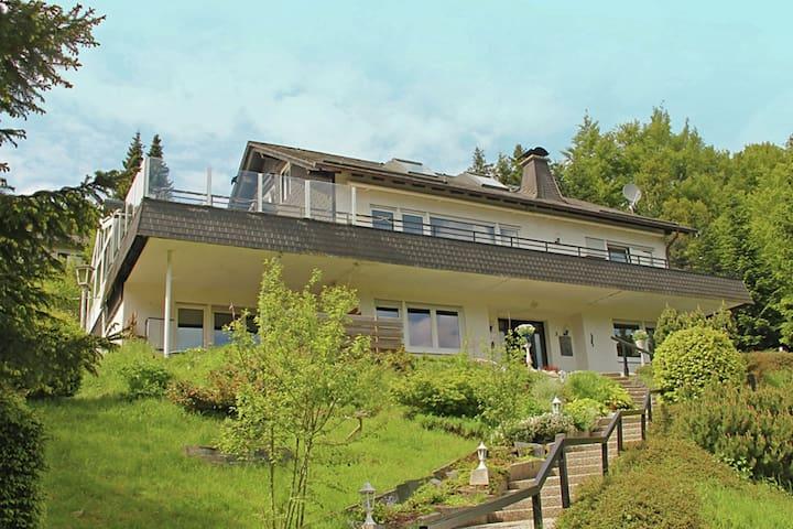 Villa mit schöner Aussicht in ruhiger Lage am Rande von Willingen
