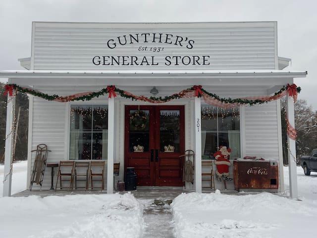 Gunther's Cottage -Nostalgic & Super Clean 🧼 w/TP