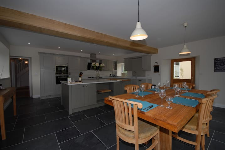 Fully restored farmhouse in delightful setting - Ashcott - House