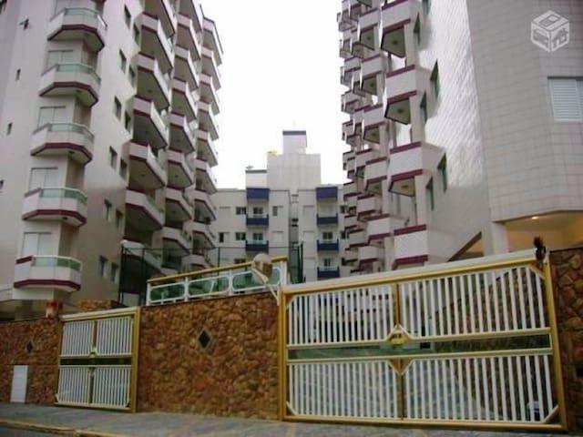 1º Apartamento Praia Grande 100mts da praia