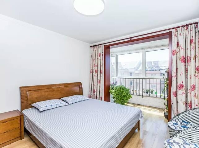 卧室1   1.8*2.0米大床
