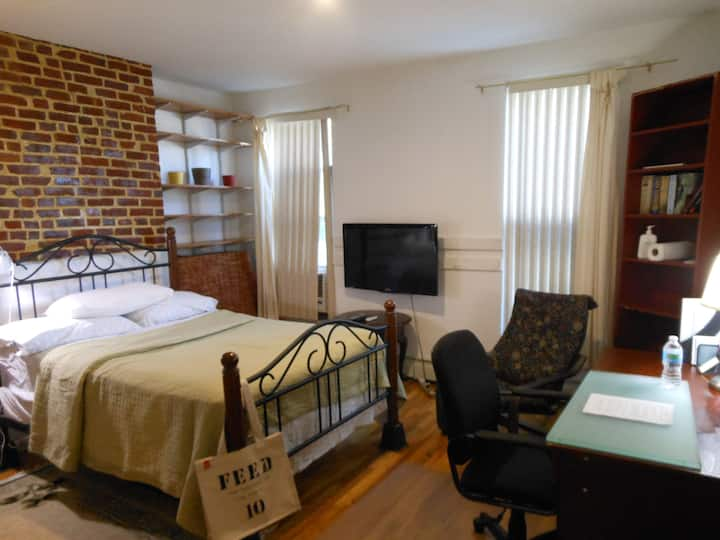 Great Room with Good Amenities