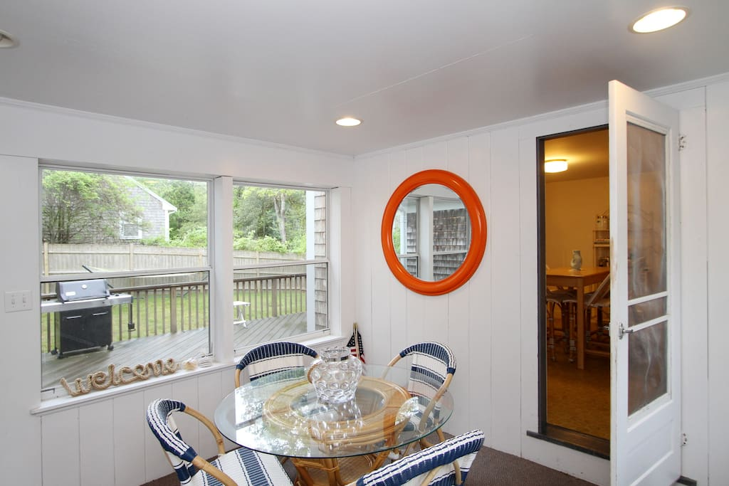 Additional seating for four in the sunroom