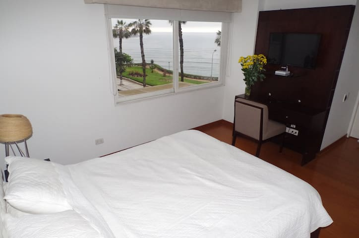 Ocean View Luxe Apartment - Barranco District - Apartament