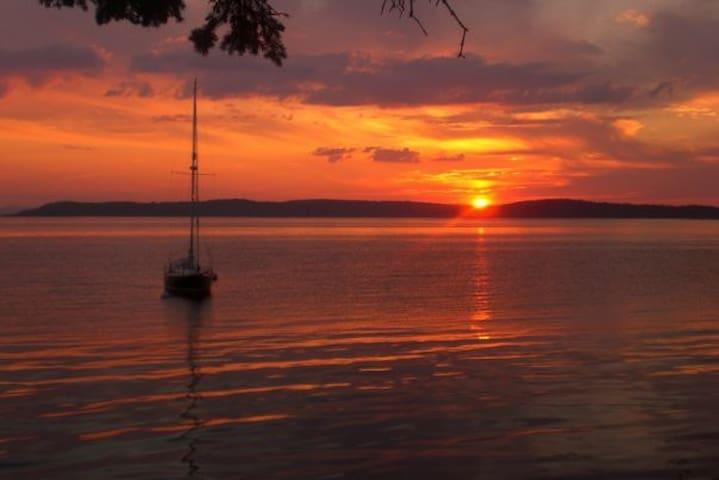 Ocean-Front Maine Getaway - Deer Isle - Dům