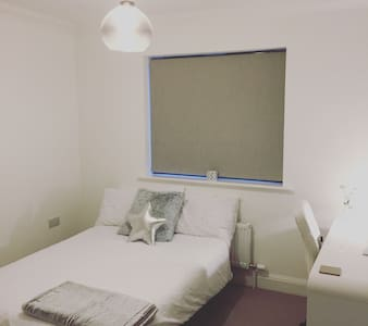 Comfortable small double room - アバディーン(Aberdeen)
