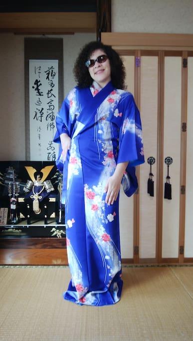 You can take photos with Kimono.