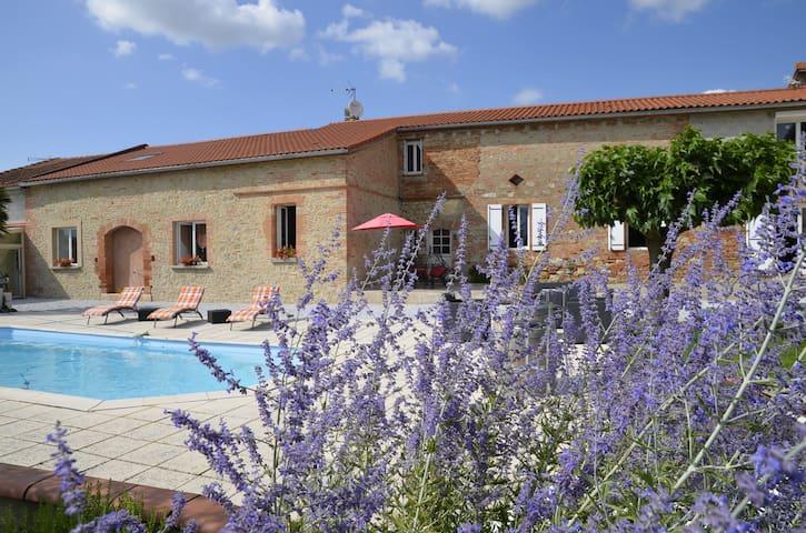 """""""En Roche"""", gîte avec piscine à 28 km de Toulouse - Caraman"""