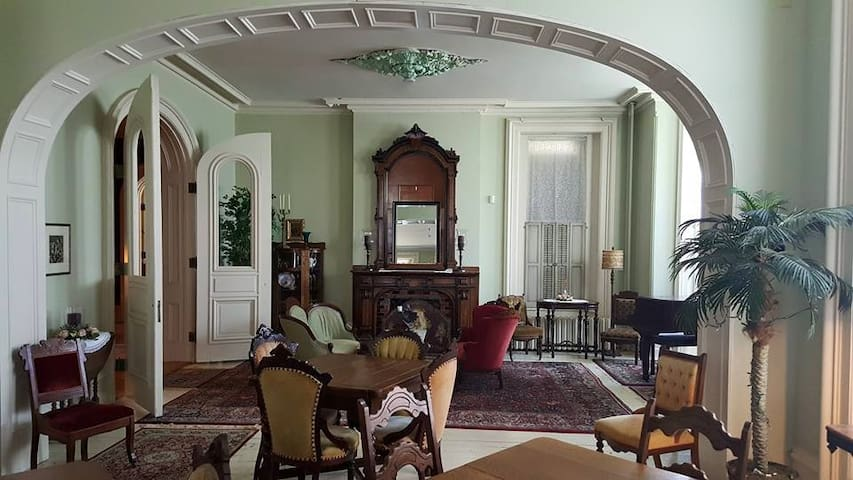 (The Grand Suite) At The Casey Pomeroy House