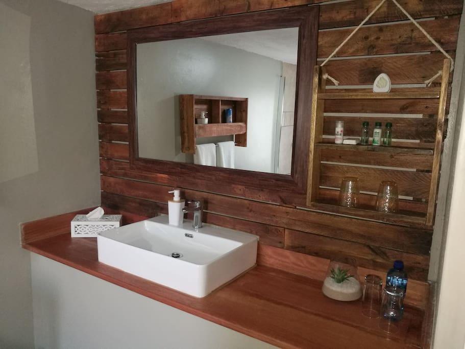 Bathroom amenities included