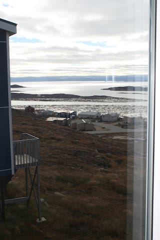Private room with a beautiful view - Iqaluit - Huis