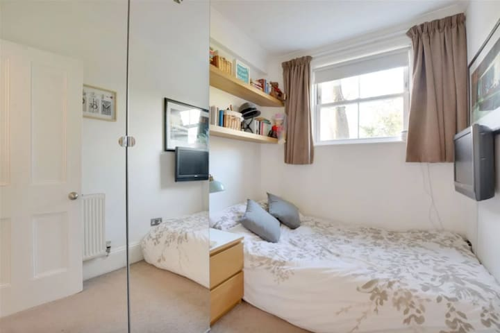 Private bedroom with fantastic links to London