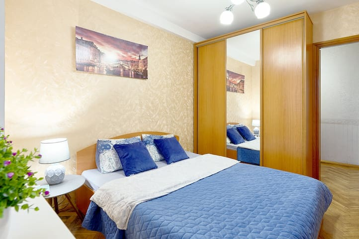 TWO SEPARATE BEDROOMS ★ OLYMPIC STADIUM ★ BV45/67